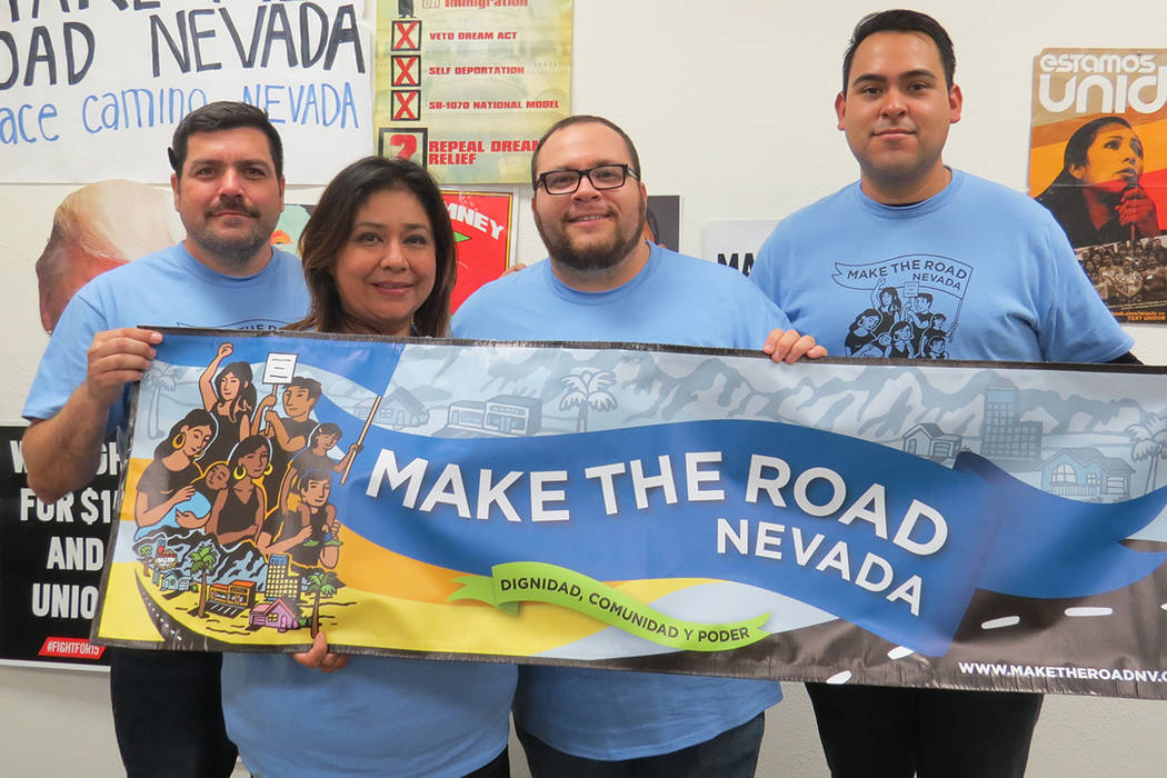 Los integrantes de Make the road Nevada dijeron que se enfocará en temas de interés para la comunidad latina. Jueves 30 de noviembre en la oficina de Make the road Nevada. | Foto Anthony Avellan ...