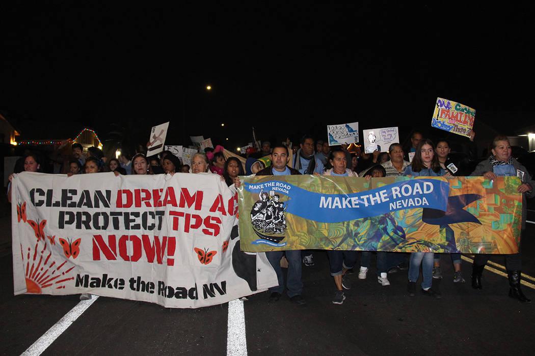 Make the road Nevada inició actividades con una marcha pacífica a favor de los 'Dreamers' y el TPS. Jueves 30 de noviembre en la oficina de Make the road Nevada. Foto Cortesía Alexander Zapata.