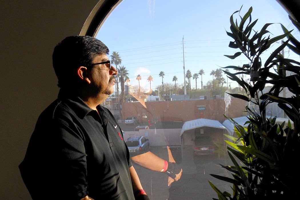 Caesar Espinoza, en oficinas del Community Counseling Center, el 1 de diciembre del 2017. | Foto Valdemar González / El Tiempo.