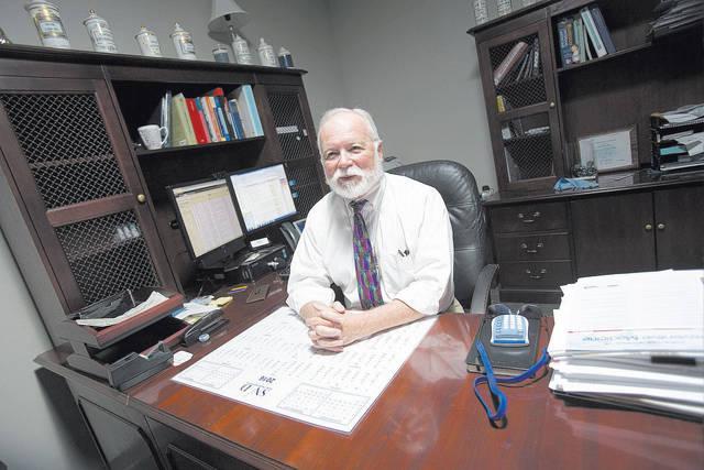 El Dr. Joseph Iser, director de salud del Distrito de Salud del Sur de Nevada, dice que los adultos necesitan estar al tanto de las vacunas para maximizar su salud. (Richard Brian / Las Vegas Revi ...