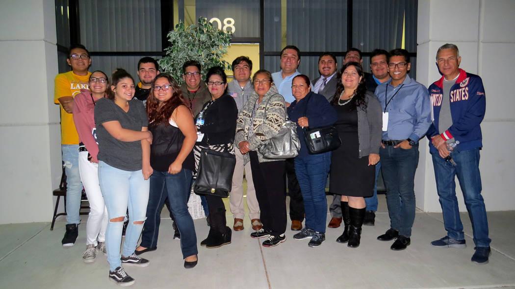 Jóvenes y adultos asistieron a la reunión comunitaria impartida por el Partido Republicano. 29 de noviembre en MG Strategies. Foto Anthony Avellaneda / El Tiempo.