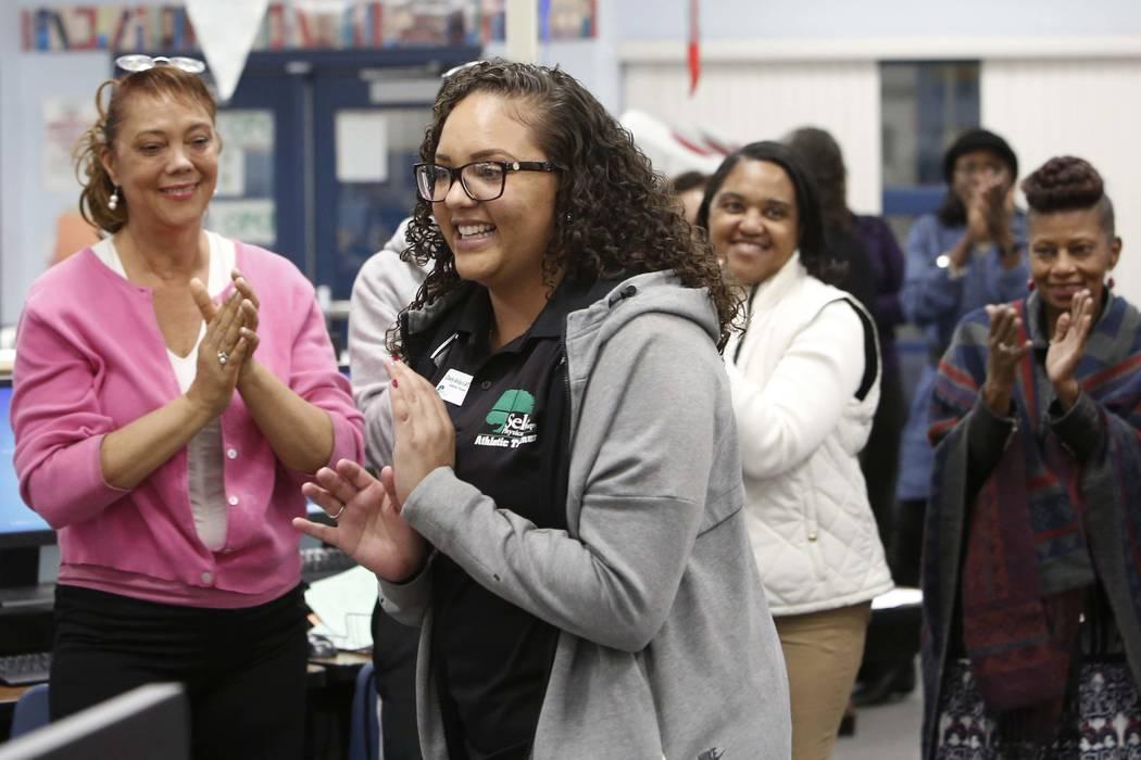 La entrenadora atlética de Cheyenne High School, Chely Arias, sonríe cuando es presentada en la biblioteca de la escuela el miércoles 6 de diciembre de 2017 en Las Vegas. Arias fue reconocida p ...