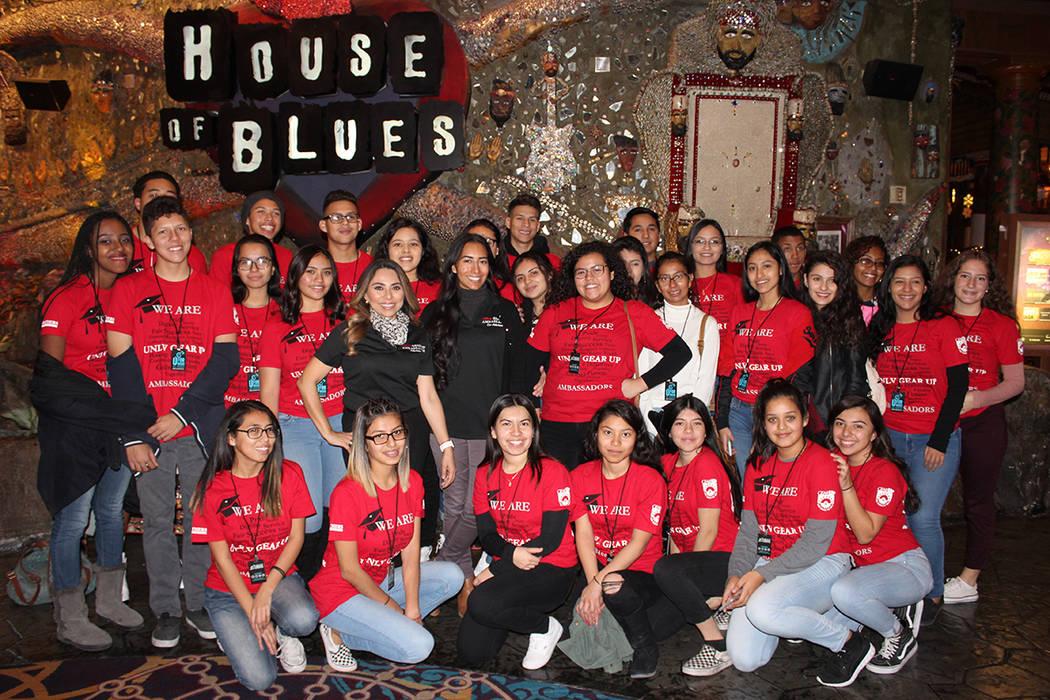 1 y 2. Los alumos de Canyon Springs conocieron opciones de empleos tras los escenarios que ofrece House of Blues, el domingo, 12 de diciembre del 2017.   Foto Cristian De la Rosa / El Tiempo.