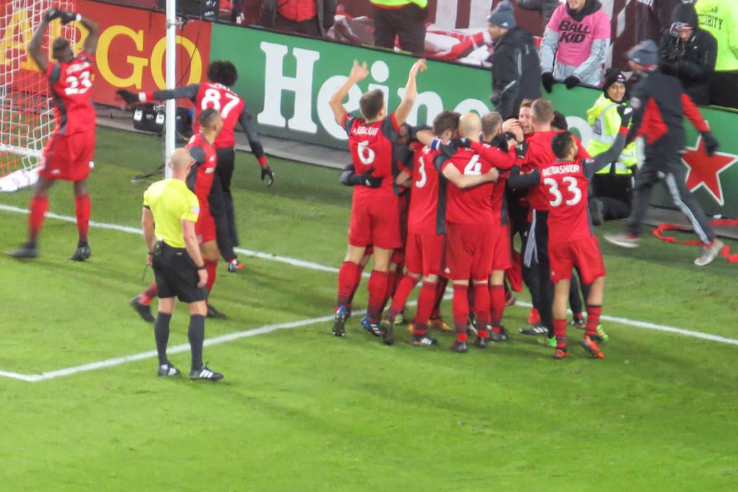 Toronto FC celebra el gol del español Víctor Vázquez que aseguró el título. Sábado 9 de diciembre en BMO Field de Toronto, Canadá. | Foto Anthony Avellaneda / El Tiempo.
