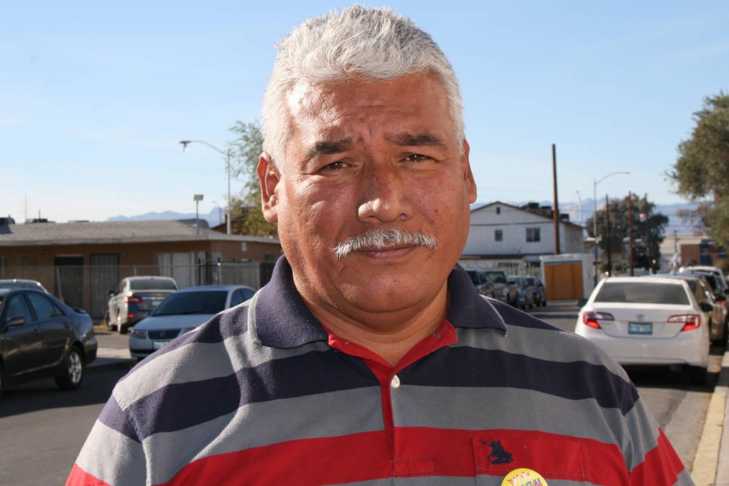 El salvadoreño Víctor Mora aprovechó las asesorías gratis, el 9 de diciembre de 2017.
