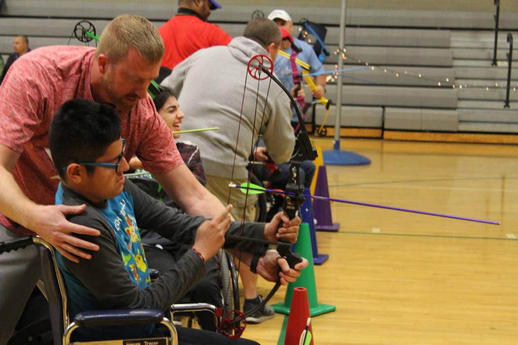 La competencia es recreativa y pueden participar hermanos y familiares en ayudar al atleta. 13 de diciembre 2017 en preparatoria Rancho. Foto Cristian De la Rosa / El Tiempo.