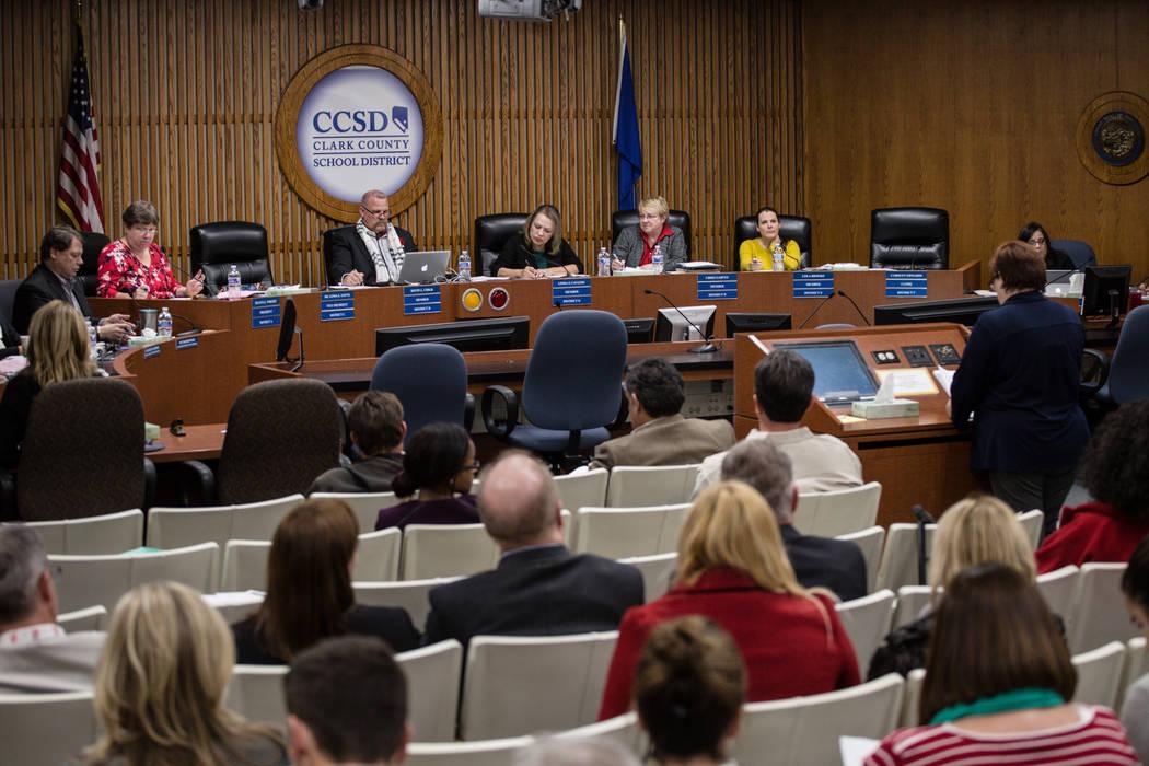 Junta de Fideicomisarios del Distrito Escolar del Condado de Clark en una reunión regular de la junta en el Edward A. Greer Education Center en Las Vegas, martes, 5 de diciembre de 2017. Joel Ang ...