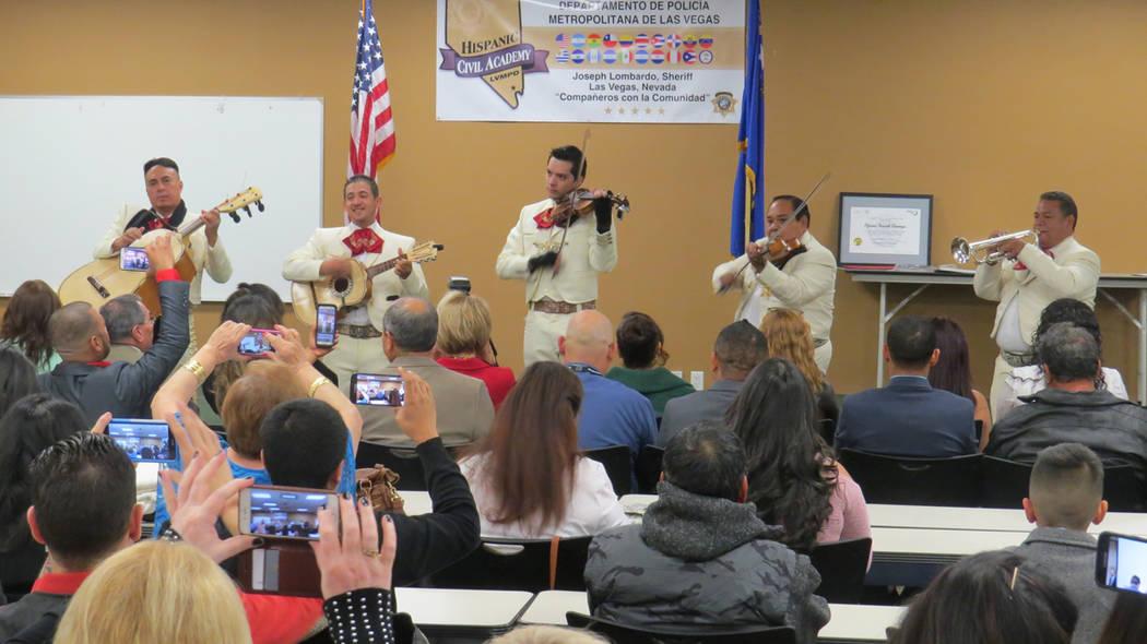 La ceremonia de graduación fue amenizada por el Mariachi Vegas Internacional. 13 de diciembre de 2017 en LVMPD. Foto Anthony Avellaneda / El Tiempo.