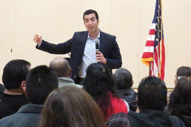 El congresista Rubén Kihuen durante un foro de inmigración en el Centro Comunitario Este de Las Vegas, el 18 de febrero del 2017. Foto Anthony Avellaneda / El Tiempo.