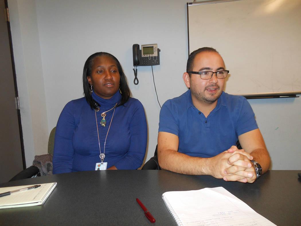 Sha'Londa Adams y Eduardo Álvarez, del Departamento de Servicios para la Familia, del Condado de Clark, hablaron con El Tiempo, el 7 de diciembre del 2017. Foto Valdemar González / El Tiempo.