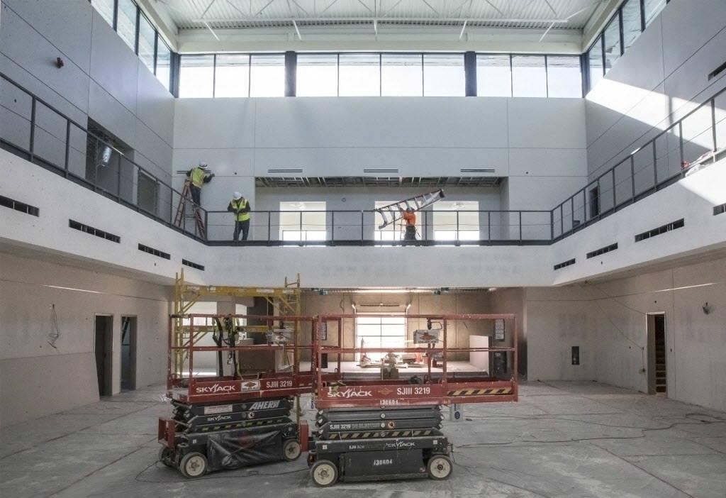 La construcción continúa en el Vision of Greatness Center, que pronto estará terminado, que contará con una gran sala de reuniones que se puede alquilar. Foto tomada el lunes, 11 de diciembre  ...