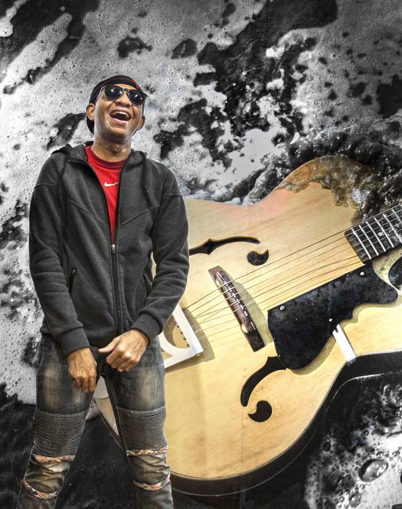 Anthony Andrews, tecladista de Broken Spectacles, banda para ciegos, en el Blind Center of Nevada el lunes 11 de diciembre de 2017 en Las Vegas. Benjamin Hager Las Vegas Review-Journal @benjaminhphoto