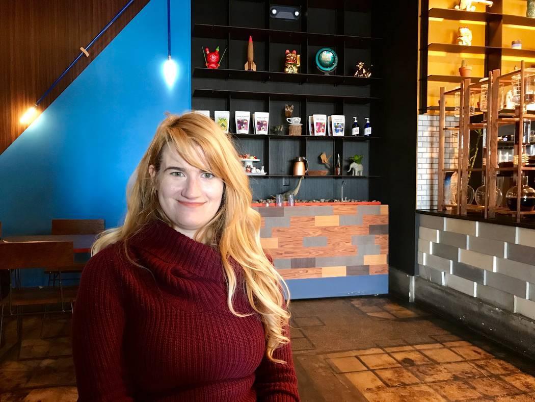 Rhiannon Gladney, graduada de economía de UNLV, aparece en la cafetería de PublicUs en Las Vegas, el 11 de diciembre de 2017. (Madelyn Reese / View) @MadelynGReese
