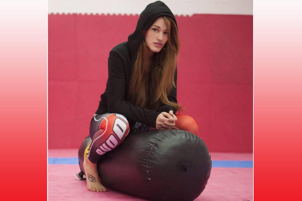 """""""La violencia se emplea cuando alguien quiere imponer algo a la fuerza, esto es un deporte"""": Irene Cabello, peleadora de MMA. Foto Cortesía."""