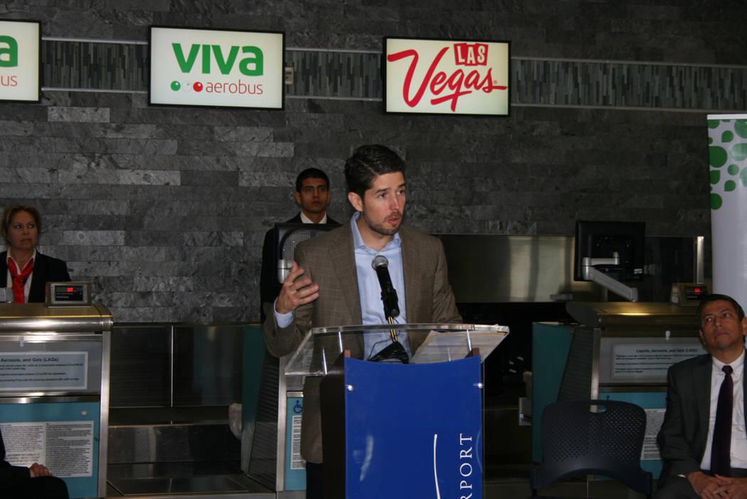 Juan Carlos Zuazua, director de Viva Aerobus, en el aeropuerto McCarran, el 15 de diciembre del 2017. Foto Valdemar González / El Tiempo.