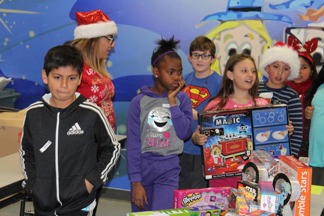 Los juguetes donados deben ser didácticos y no generar violencia. 20 de diciembre de 2017 en la escuela Whitney. Foto Cristian De la Rosa / El Tiempo.