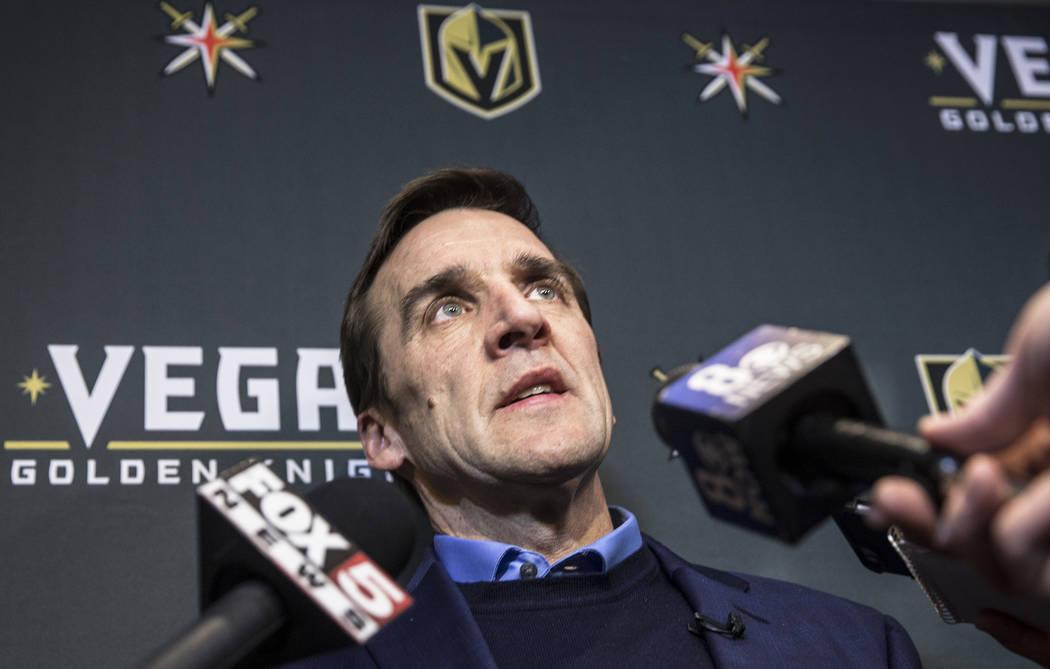 El gerente general de Vegas Golden Knights, George McPhee, se dirige a los medios durante una conferencia de prensa en la oficina del equipo en Las Vegas. (Benjamin Hager / Review-Journal) @benjam ...