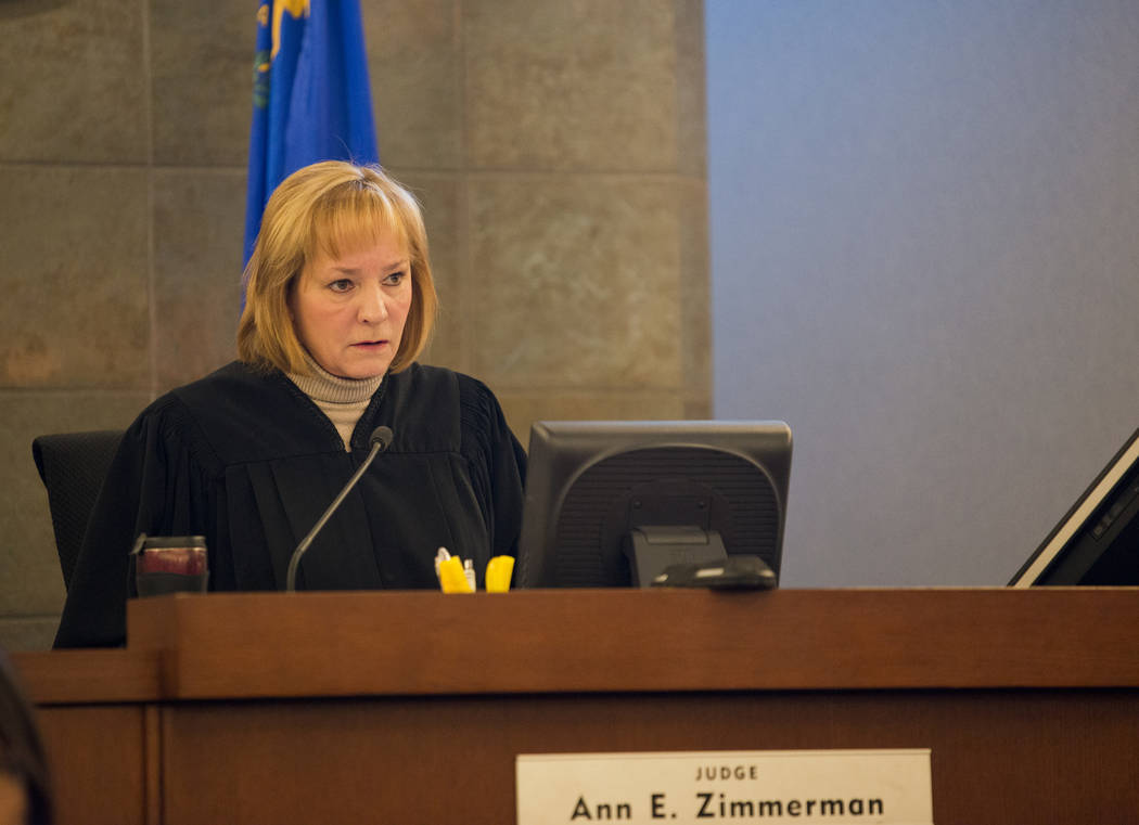 La jueza Ann E. Zimmerman habla durante la primera comparecencia judicial de Christine Rose Sánchez en el Centro de Justicia Regional en Las Vegas el miércoles, 27 de diciembre de 2017. Sánchez ...