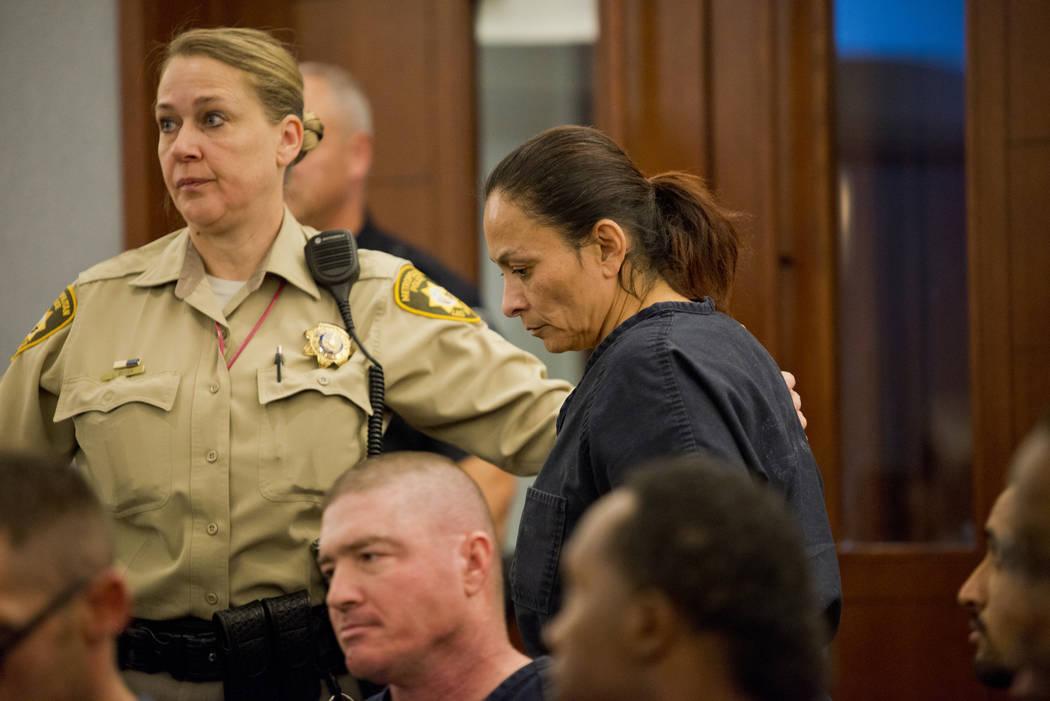 Christine Rose Sánchez comparece ante el tribunal en el Centro de Justicia Regional en Las Vegas el miércoles 27 de diciembre de 2017. Sánchez está acusada de dispararle fatalmente a tres de s ...