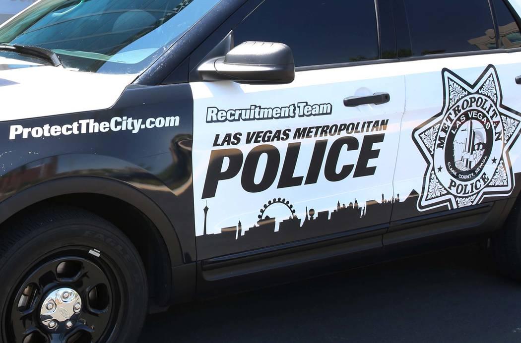 El vehículo de reclutamiento de Metro fuera de la sede del Departamento de Policía Metropolitana de Las Vegas el viernes 21 de julio de 2017 en Las Vegas. Bizuayehu Tesfaye Las Vegas Review-Jour ...