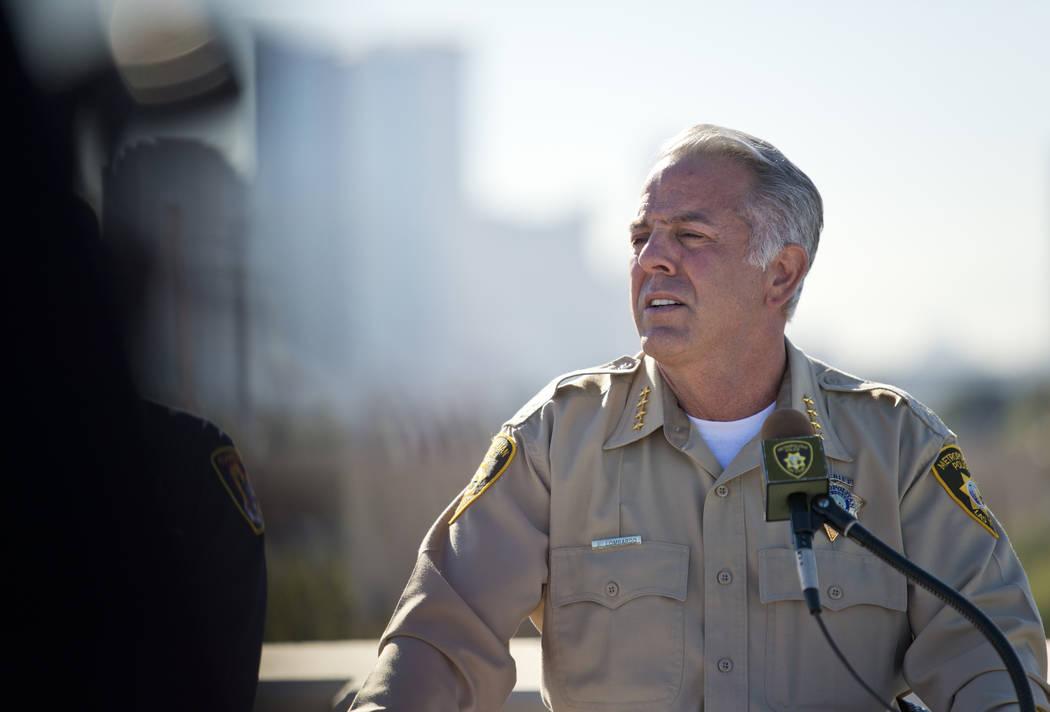 El alguacil del condado de Clark Joe Lombardo habla sobre la seguridad de la víspera de Año Nuevo durante una conferencia de prensa en la sede del Departamento de Policía Metropolitana en Las V ...