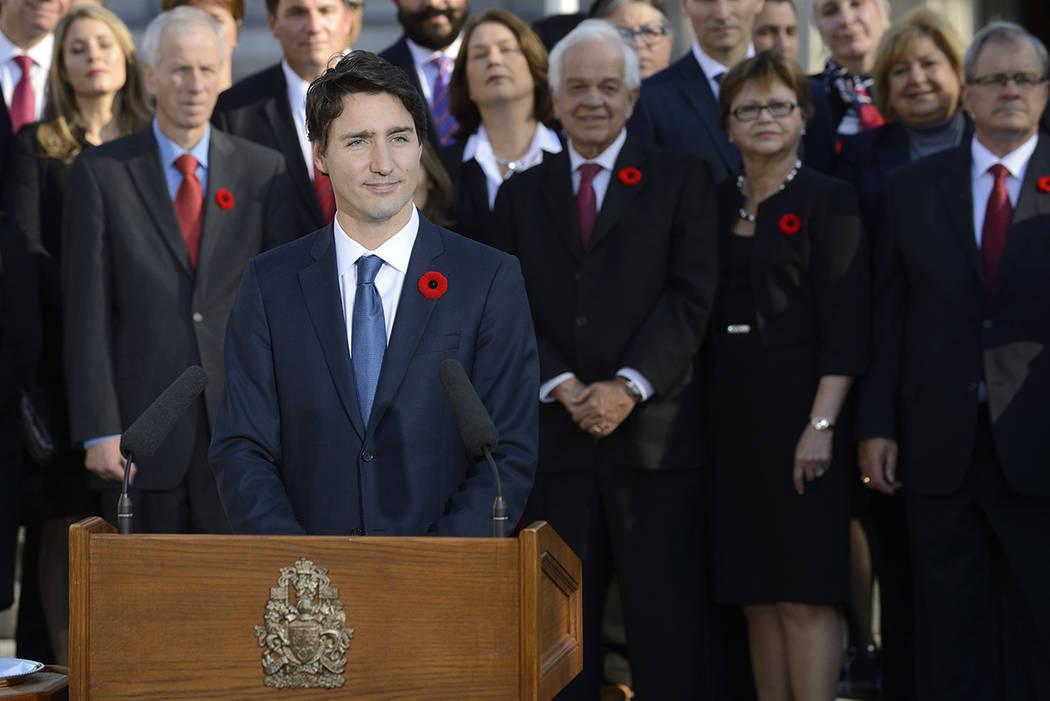 El primer ministro Justin Trudeau cumplirá este 4 de noviembre dos años al frente del gobierno canadiense, con una popularidad del 50 por ciento entre la población, poco menos del 65 por ciento ...