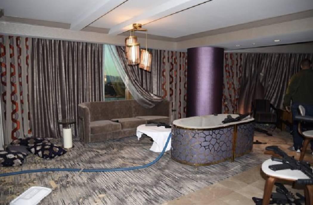 Vista desde el vestíbulo de la habitación 32-135 hacia la sala de estar. LVMPD.