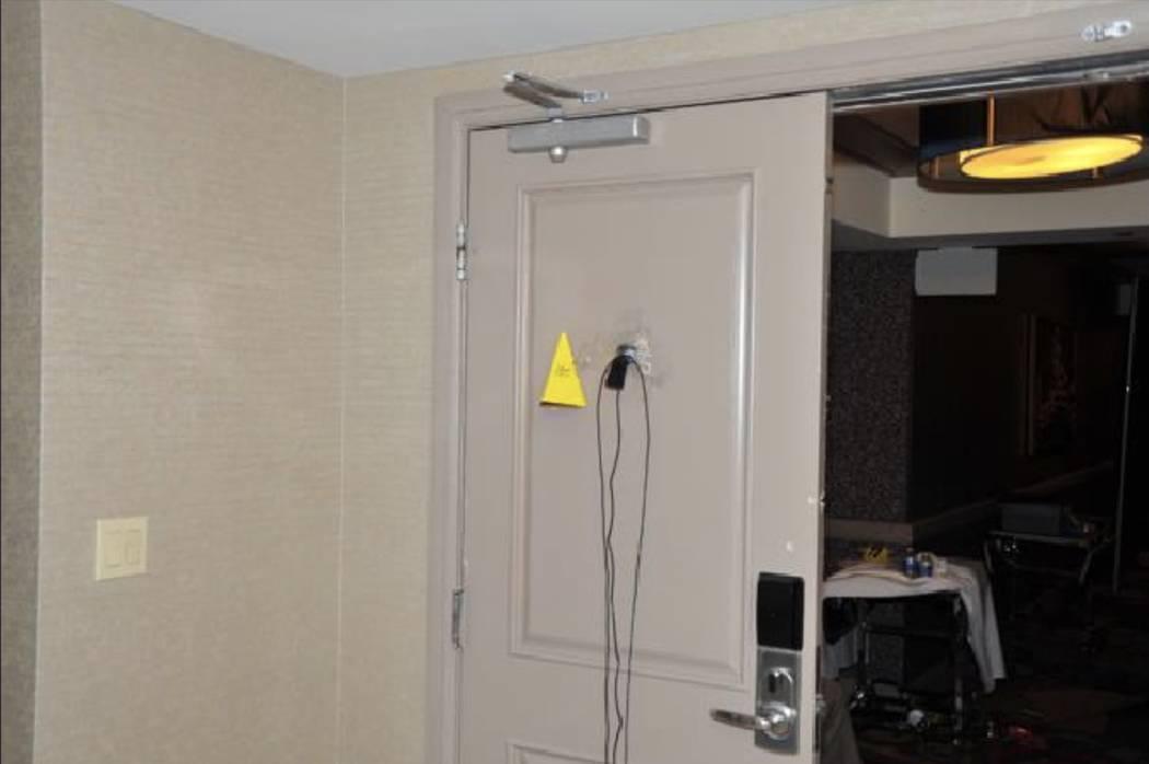 Una cámara de vigilancia montada en la mirilla de la puerta de la habitación. LVMPD.