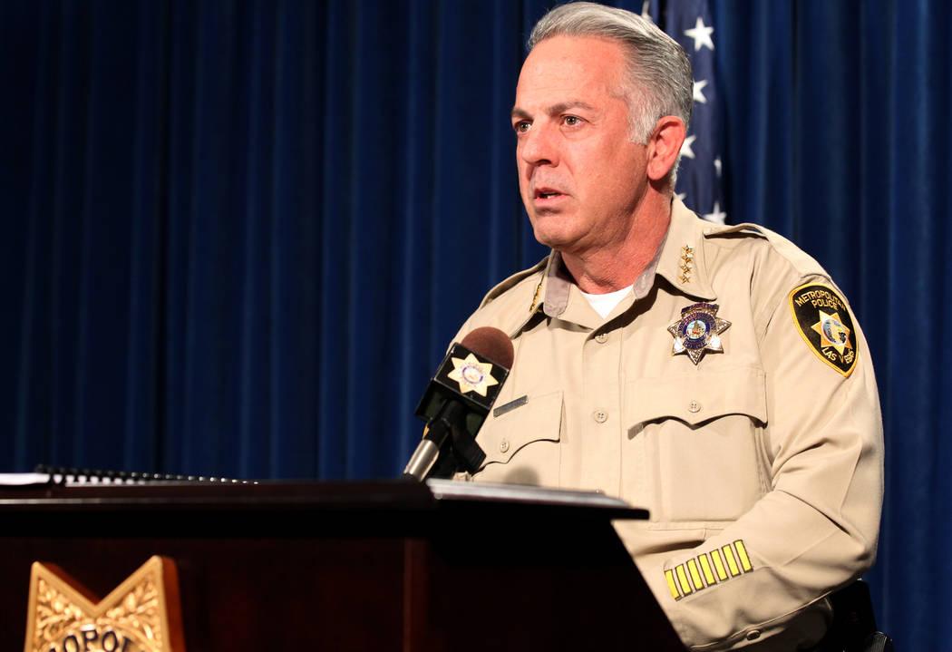 El alguacil del condado de Clark, Joe Lombardo, actualiza la investigación del tiroteo masivo del 1° de octubre en el Strip durante una conferencia de prensa en la sede del Departamento de Polic ...