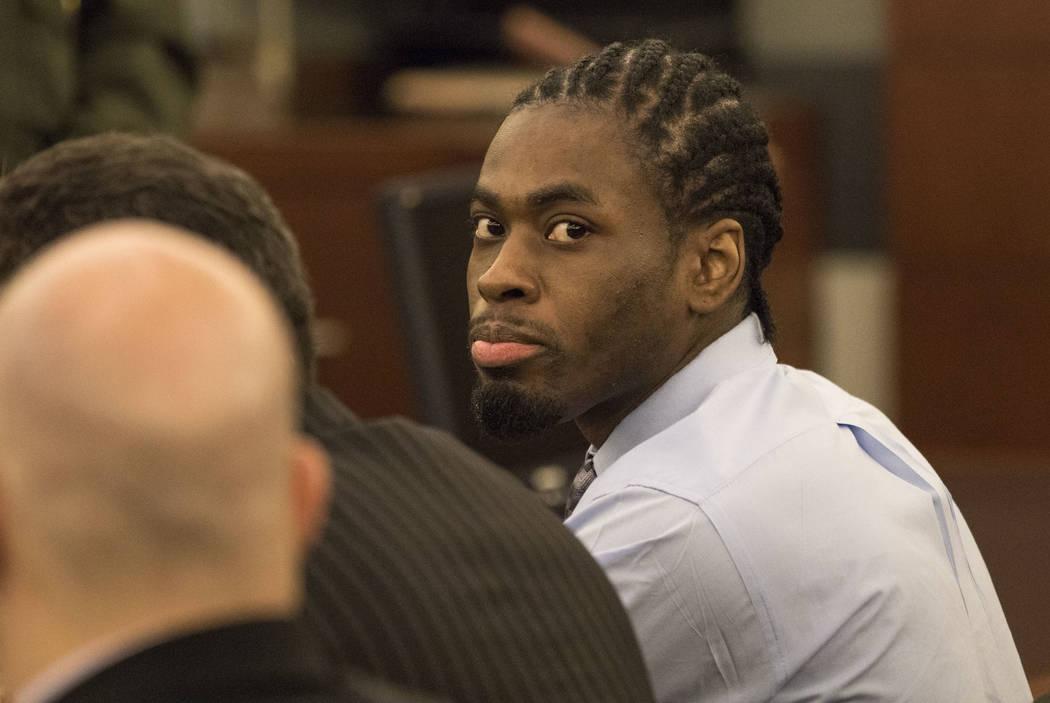El violador convicto y asesino Bryan Clay reacciona a su sentencia de cadena perpetua en el Centro de Justicia Regional en el centro de Las Vegas el martes, 5 de diciembre de 2017. Clay fue senten ...