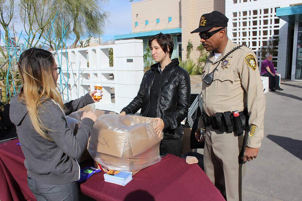 Los oficiales de LVMPD reciben fármacos expirados todo el año en sus comandancias. 20 de enero del 2018 en The Center. Foto Valdemar González / El Tiempo.