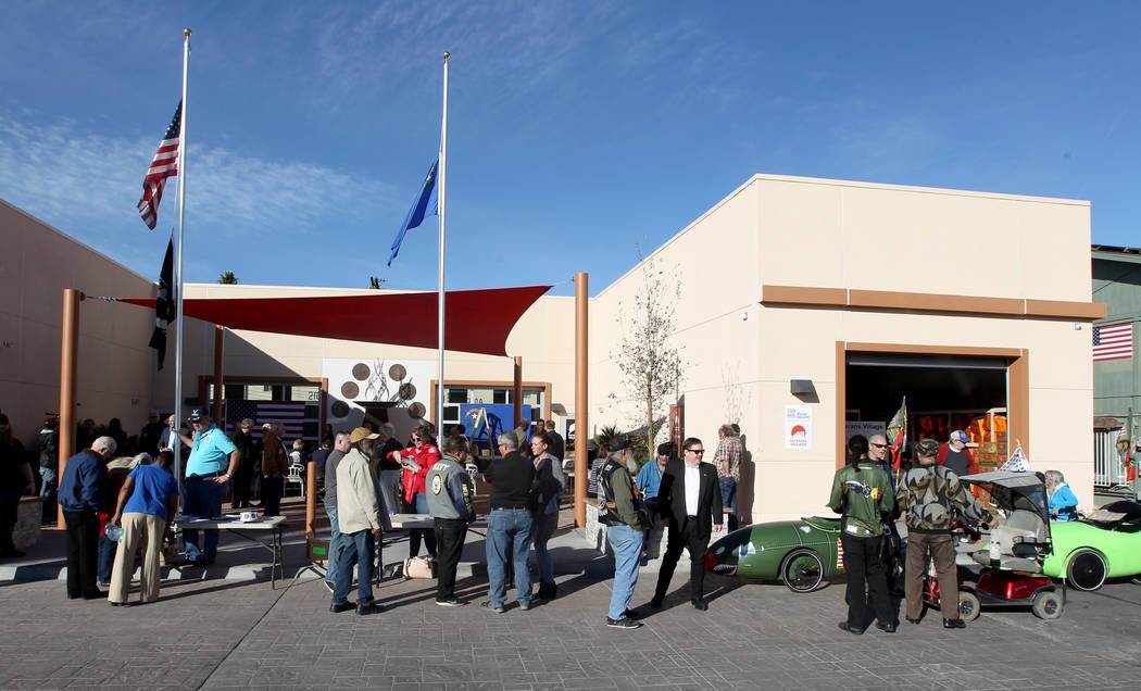 Veteranos y simpatizantes se reúnen en Veterans Village 2 en el centro de Las Vegas el miércoles 24 de enero de 2018 para escuchar al candidato republicano a la gobernación, el Fiscal General d ...