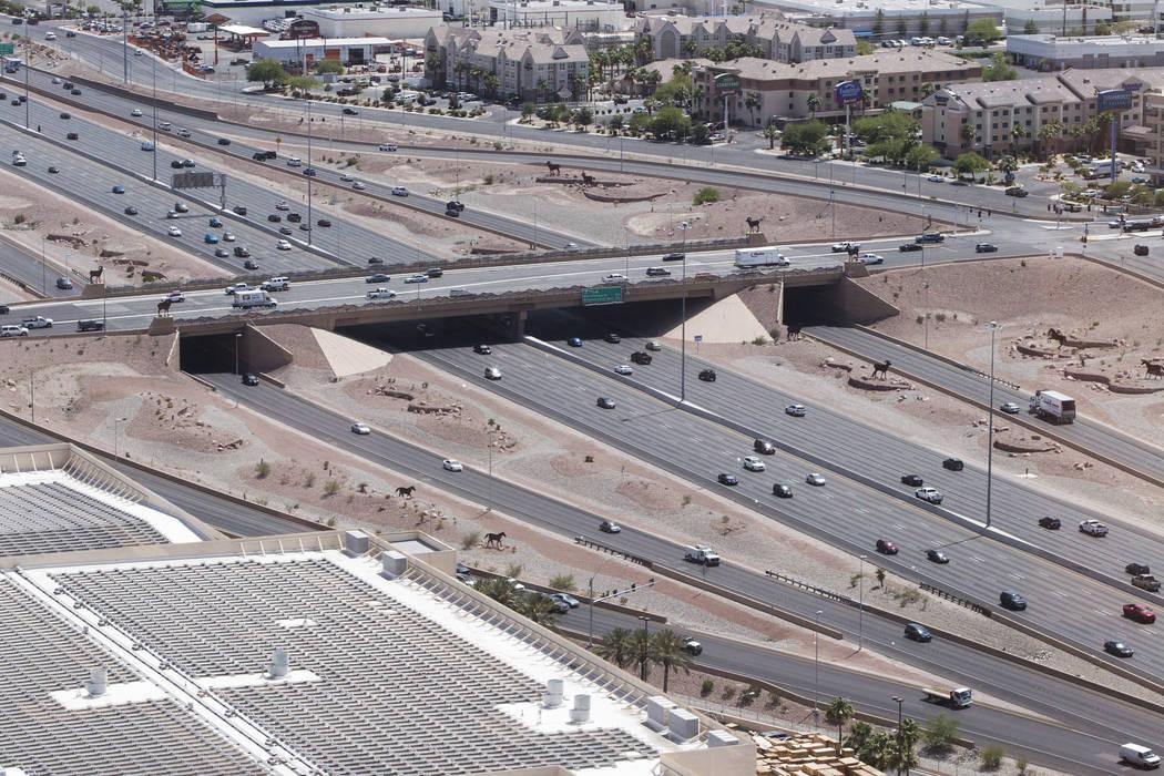 La interestatal 15 cerca de Russell Road, mirando hacia el sudoeste, cerca del sitio propuesto del estadio de Raiders en Las Vegas el miércoles 7 de junio de 2017. (Erik Verduzco / Las Vegas Revi ...