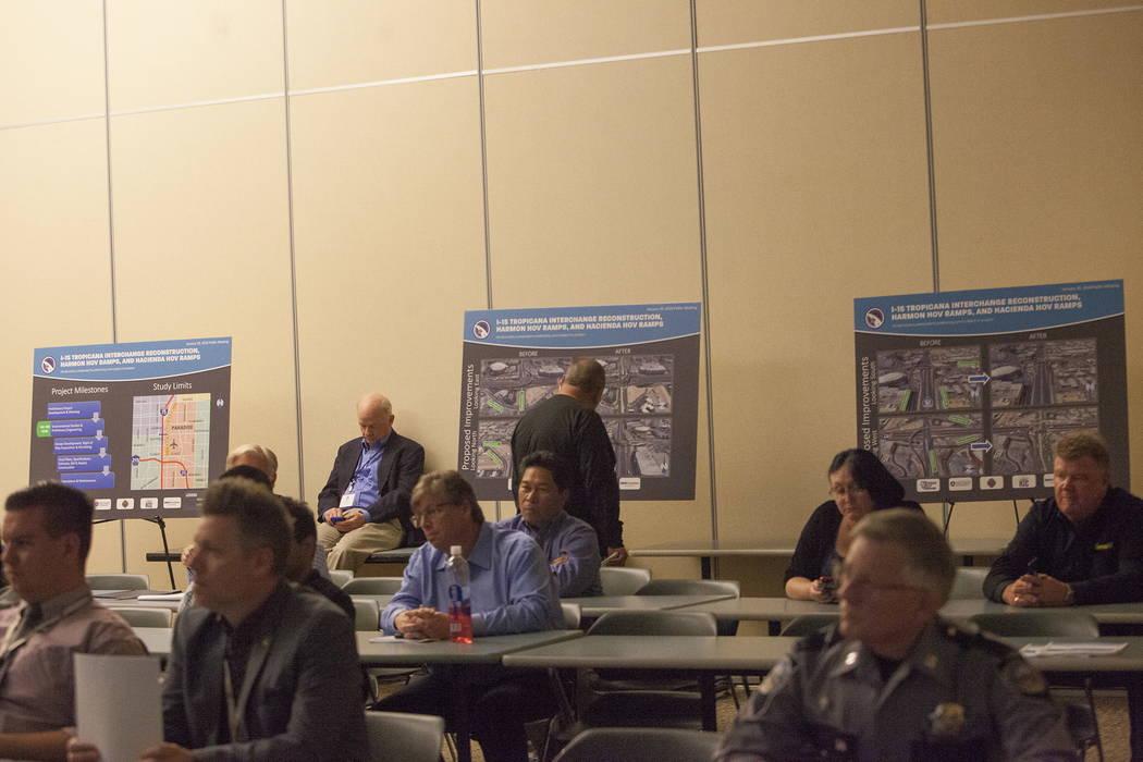 El Departamento de Transporte de Nevada celebró una reunión pública para analizar mejoras a lo largo de la Interestatal 15 que se espera ayuden a aliviar la congestión del tráfico cerca del e ...
