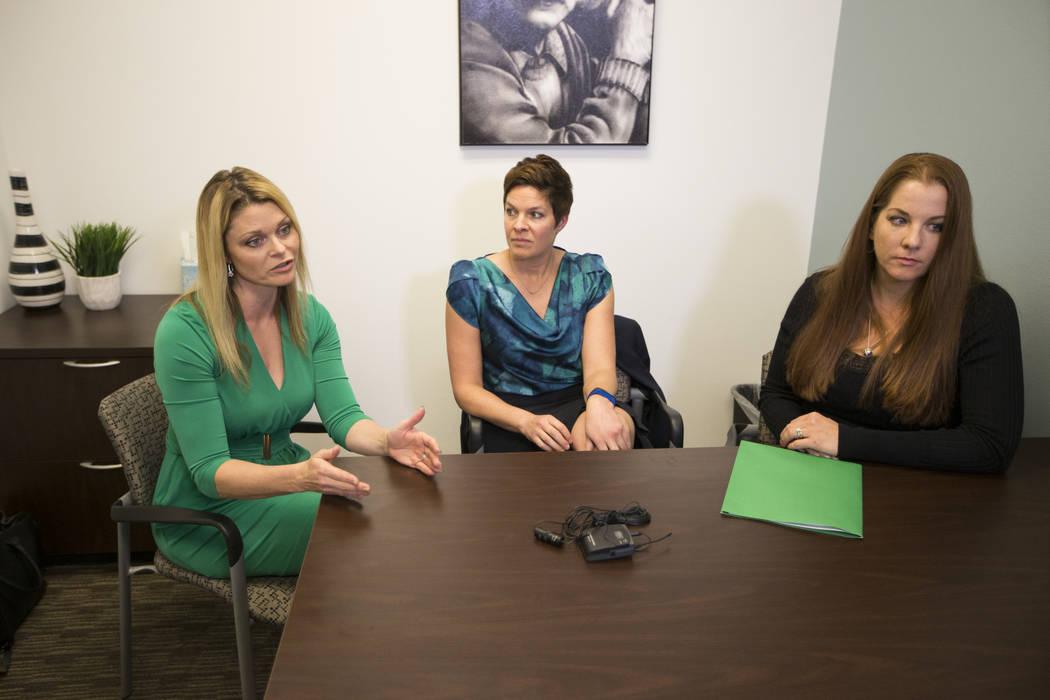 Las psicólogas escolares nacionales certificadas desde la  izquierda, Katie Dockweiler, Tracee Guenther y Andrea Walsh, son entrevistadas por Las Vegas Review-Journal en un centro de conferencias ...