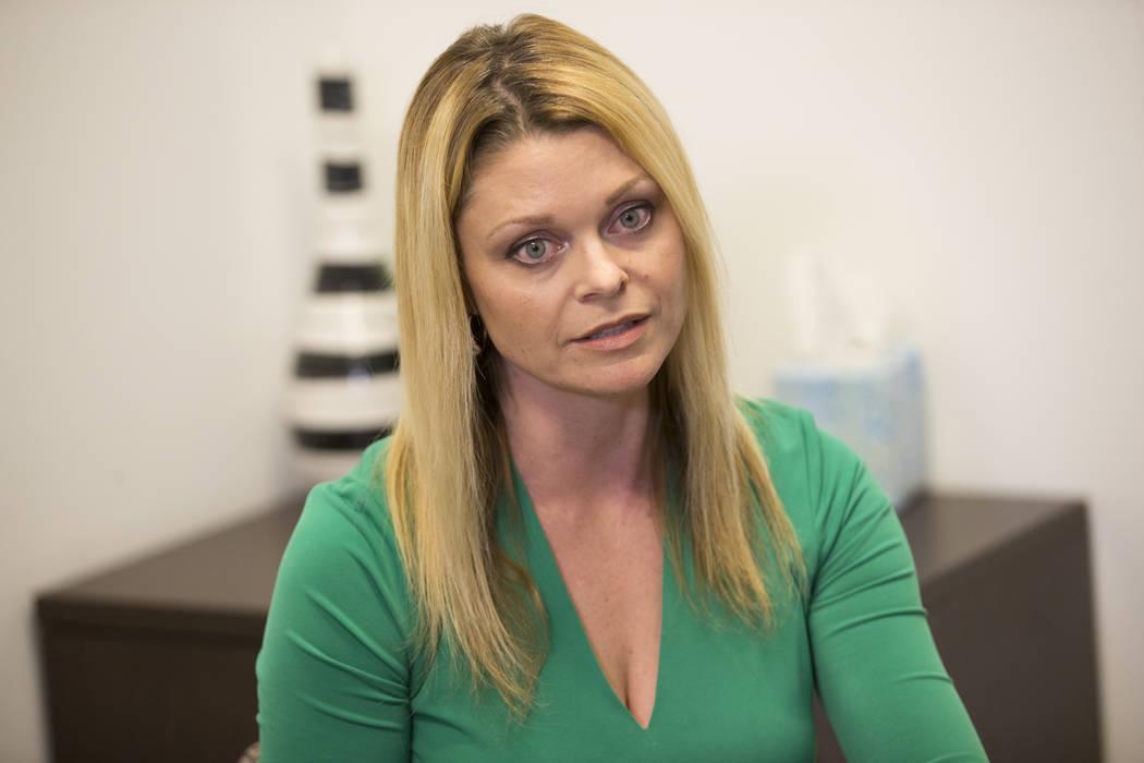 La psicóloga escolar nacional certificada Katie Dockweiler es entrevistada por el Las Vegas Review-Journal en un centro de conferencias Town Square en Las Vegas, el miércoles 17 de enero de 2018 ...