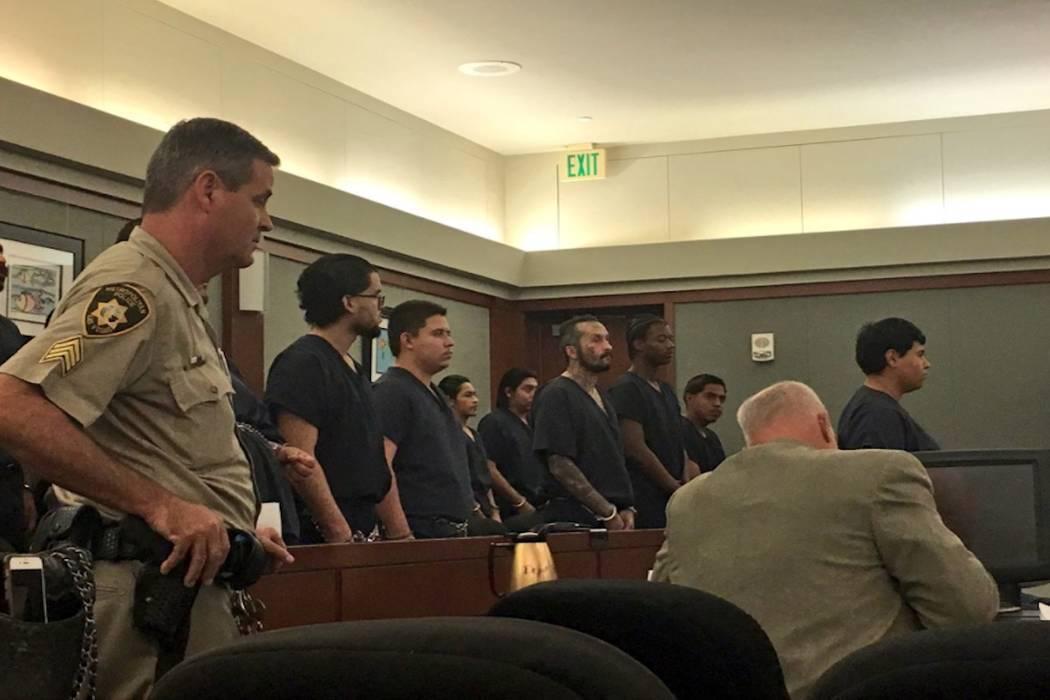 Los acusados de asesinato, extorsión y otros cargos aparecen en un tribunal de Las Vegas. Foto David Ferrara / Las Vegas Review-Journal.