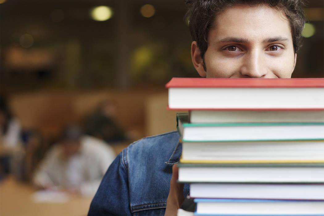 Los estudiantes calificados de Nevada reciben un promedio de $3,400 en becas Pell, una subvención federal otorgada a estudiantes de pregrado para ir a la universidad, ¡por año!