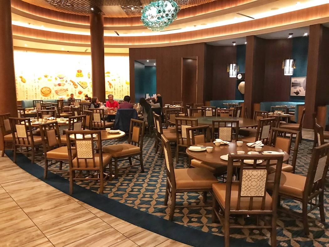 El restaurante Lucky Dragon Pearl Ocean durante su primer aniversario en Las Vegas el domingo, 3 de diciembre de 2017. (Todd Prince / Las Vegas Review-Journal @toddprincetv)