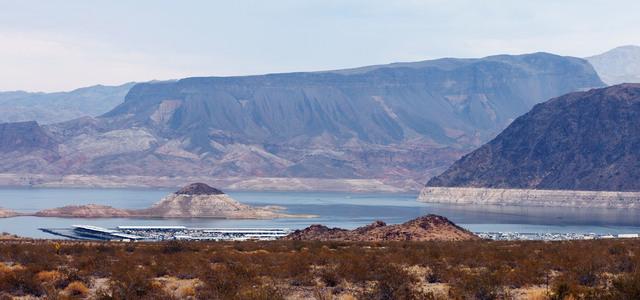 """El """"anillo de bañera"""" se puede ver en el Boulder Basin Las Vegas Boat Harbour en el Lago Mead, jueves, 4 de agosto de 2016. (Jerry Henkel / Las Vegas Review-Journal)"""