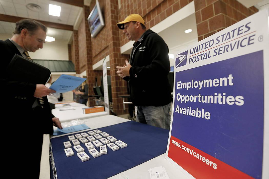 Durante el año 2017, la tasa de desempleo y el número de personas desempleadas se redujeron en 0,6 puntos porcentuales y 926.000, respectivamente.   Foto AP / Keith Srakocic.