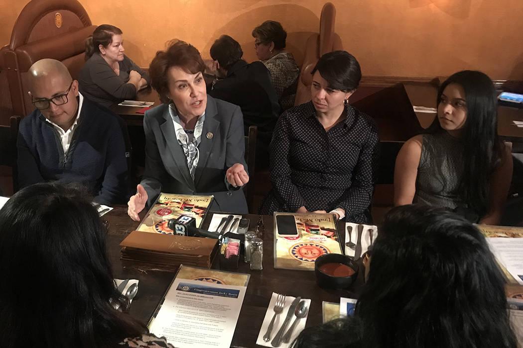 La congresista Jacky Rosen se reunión con beneficiarios de TPS y DACA. 4 de enero del 2018 en el restaurante Lindo Michoacán.   Foto Anthony Avellaneda / El Tiempo.