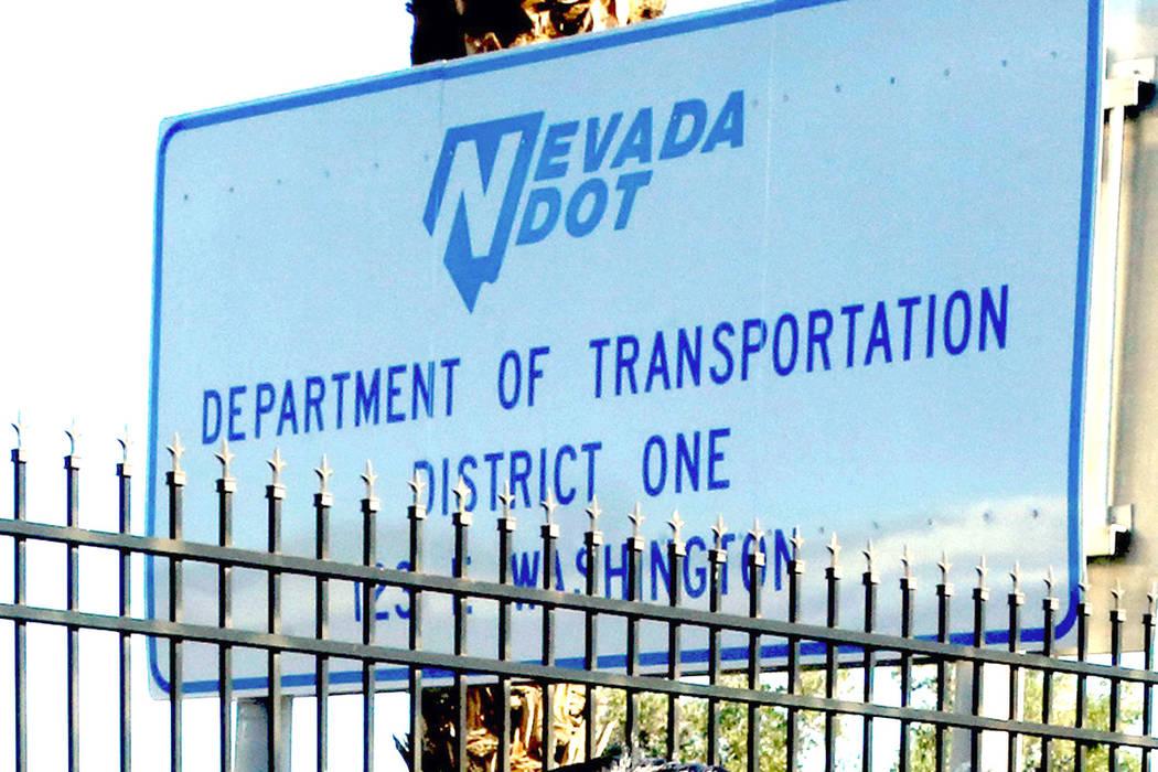 Un letrero en la sede central del Distrito de Transporte de Nevada. (Bizuayehu Tesfaye / Las Vegas Review-Journal) @bizutesfaye