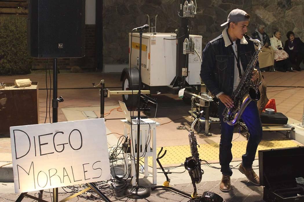 Diego Morales, es un saxofonista de 18 años, paga su carrera en CSN gracias a su talento musical. 5 de enero del 2018 en el centro de Las Vegas.   Foto Cristian De la Rosa / El Tiempo.