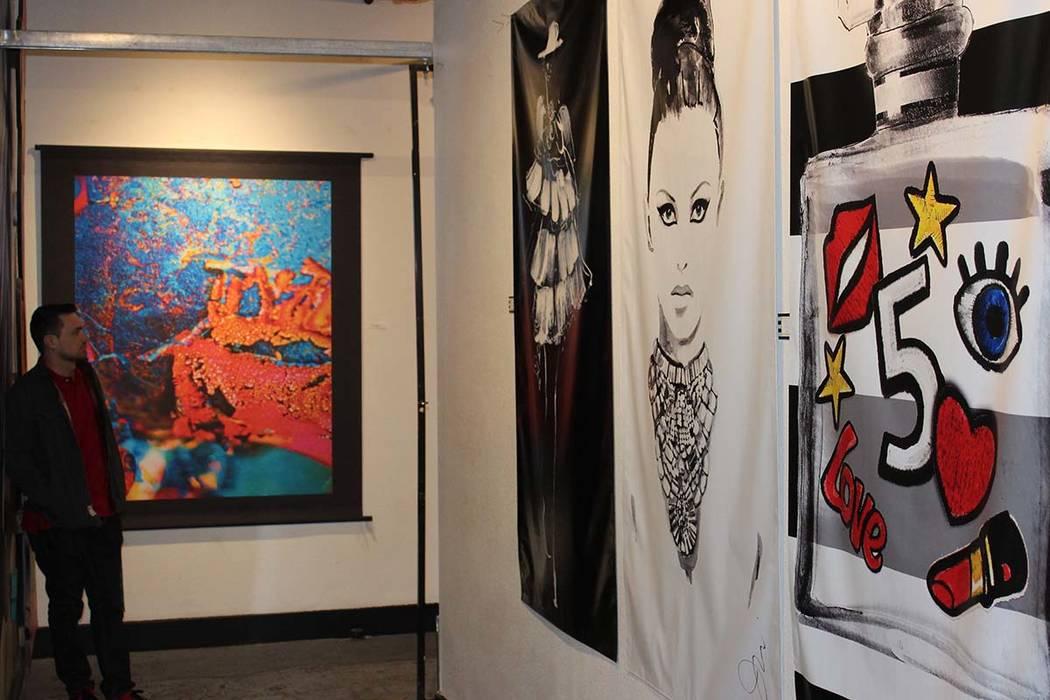 Puede ser testigo de cómo nace una obra de arte o apreciar las galerías de artistas locales. 5 de enero del 2018 en el centro de Las Vegas. | Foto Cristian De la Rosa / El Tiempo.