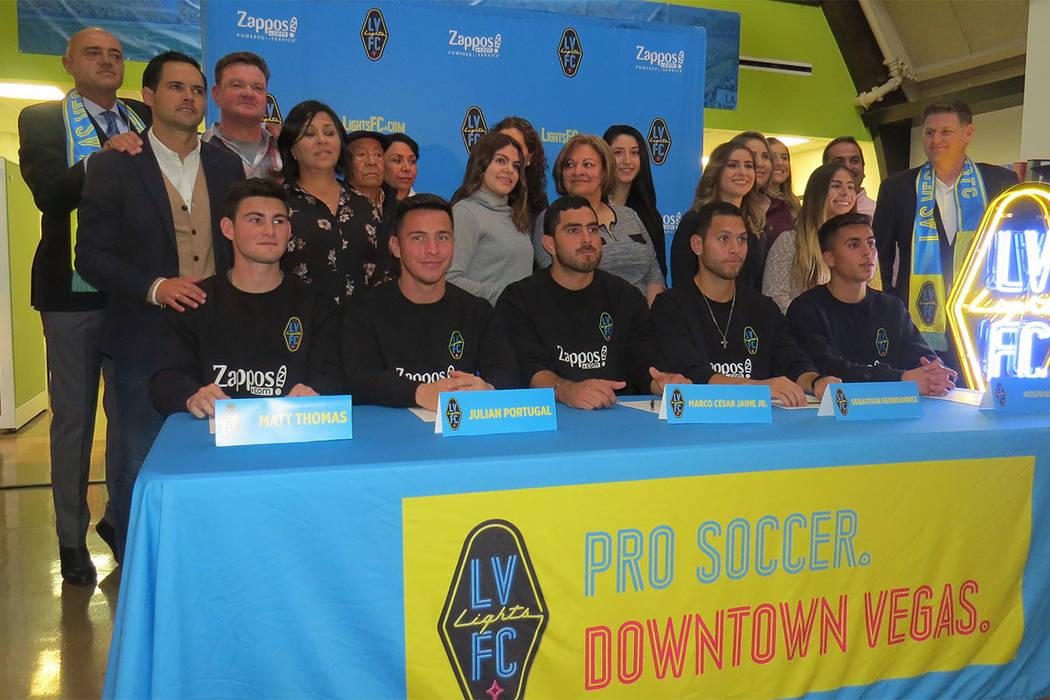 Los primeros jugadores de Las Vegas Lights FC fueron presentados en compañía de sus familias. 8 de enero del 2018 en la oficina de LV Lights FC.   Foto Anthony Avellaneda / El Tiempo.