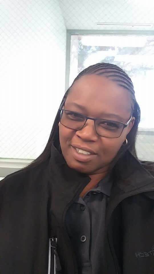 LaTosha White, de 50 años, posa para una selfie. Ella fue una de los dos guardias de seguridad asesinadas a tiros el 30 de diciembre en Arizona Charlie's. Foto cortesía de Tamia Dow.