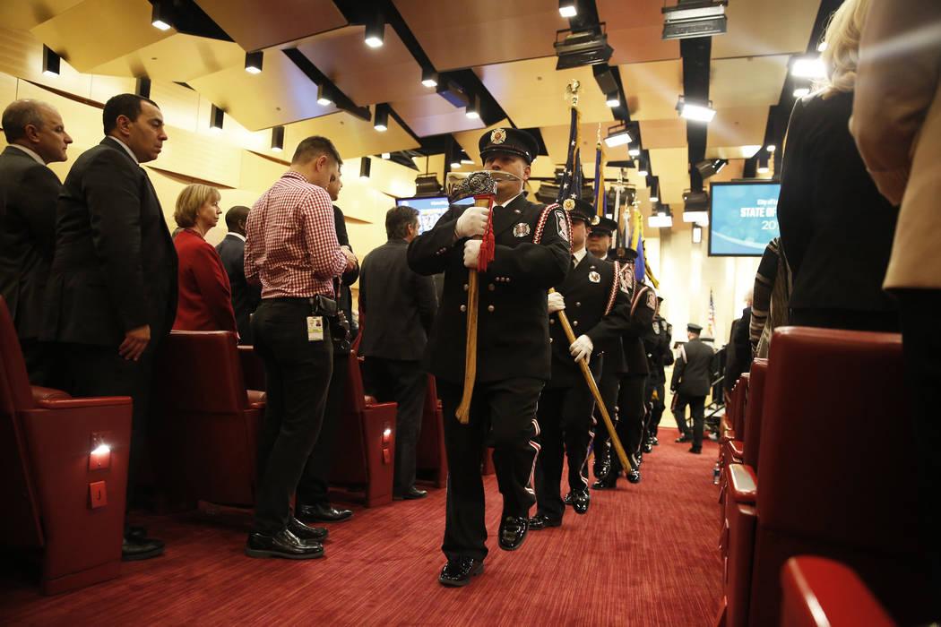 La Guardia de Honor de los Bomberos de Las Vegas se presenta ante el discurso de la alcaldesa Carolyn Goodman sobre el Estado de la Ciudad en las cámaras del Ayuntamiento de Las Vegas, en Las Veg ...