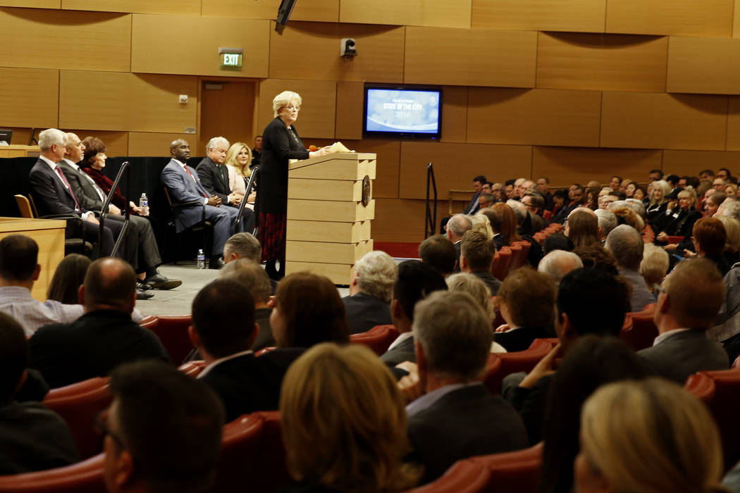 La Alcaldesa Carolyn Goodman se dirige a la multitud para su discurso sobre el Estado de la Ciudad en las cámaras del Concejo Municipal de Las Vegas, en Las Vegas, el 11 de enero de 2018. Revista ...