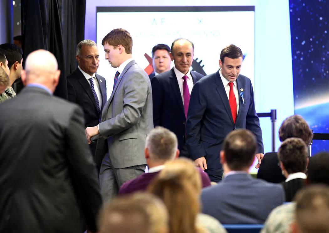 El Procurador General de Nevada Adam Laxalt llega para escuchar al Vicepresidente Mike Pence hablar en la inauguración de AFWERX Vegas, un espacio de trabajo para el programa de la Fuerza Aérea  ...